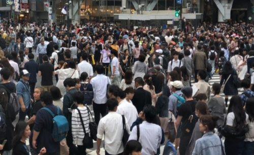 通行量 人々 たくさん