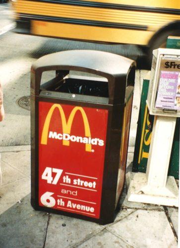 ロゴを記載したゴミ箱
